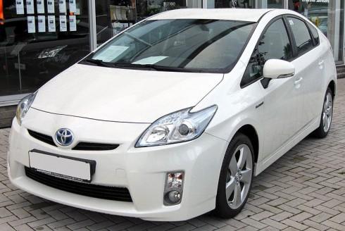 Toyota_Prius_III_20090710_front.jpg