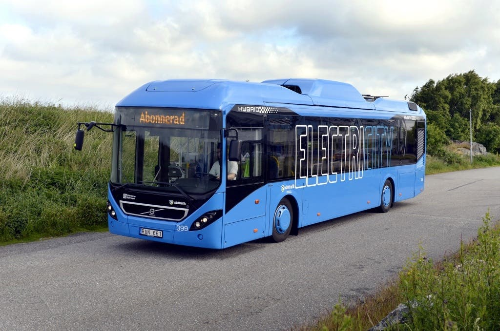Volvo 7900 Electric Hybrid Coming Cuts Fuel Consumption