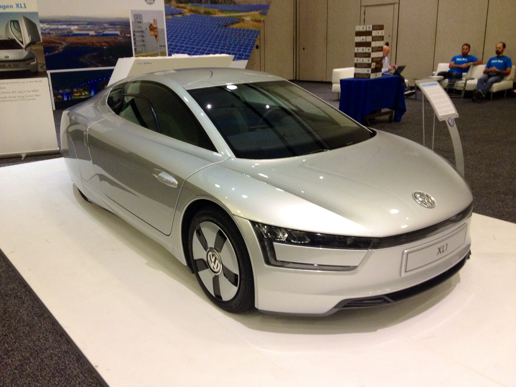 Volkswagen xl1 world 39 s most efficient car makes its us debut for Most efficient electric motor