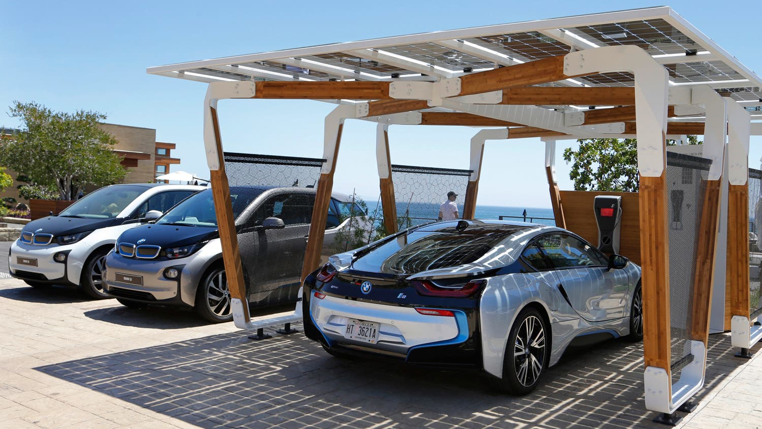 bmw solar powered bamboo carbon fiber charging port cleantechnica. Black Bedroom Furniture Sets. Home Design Ideas