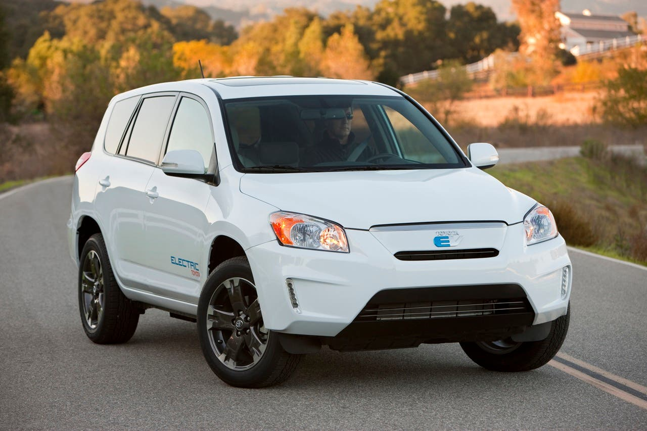 By The End Of Year Tesla S Contract To Supply Battery Packs For Toyota Rav4 Ev Will Come An And Won T Seek Its Renewal