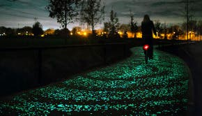 Studio-Roosegaarde-Solar-Bike-Path-Van-Gogh-1
