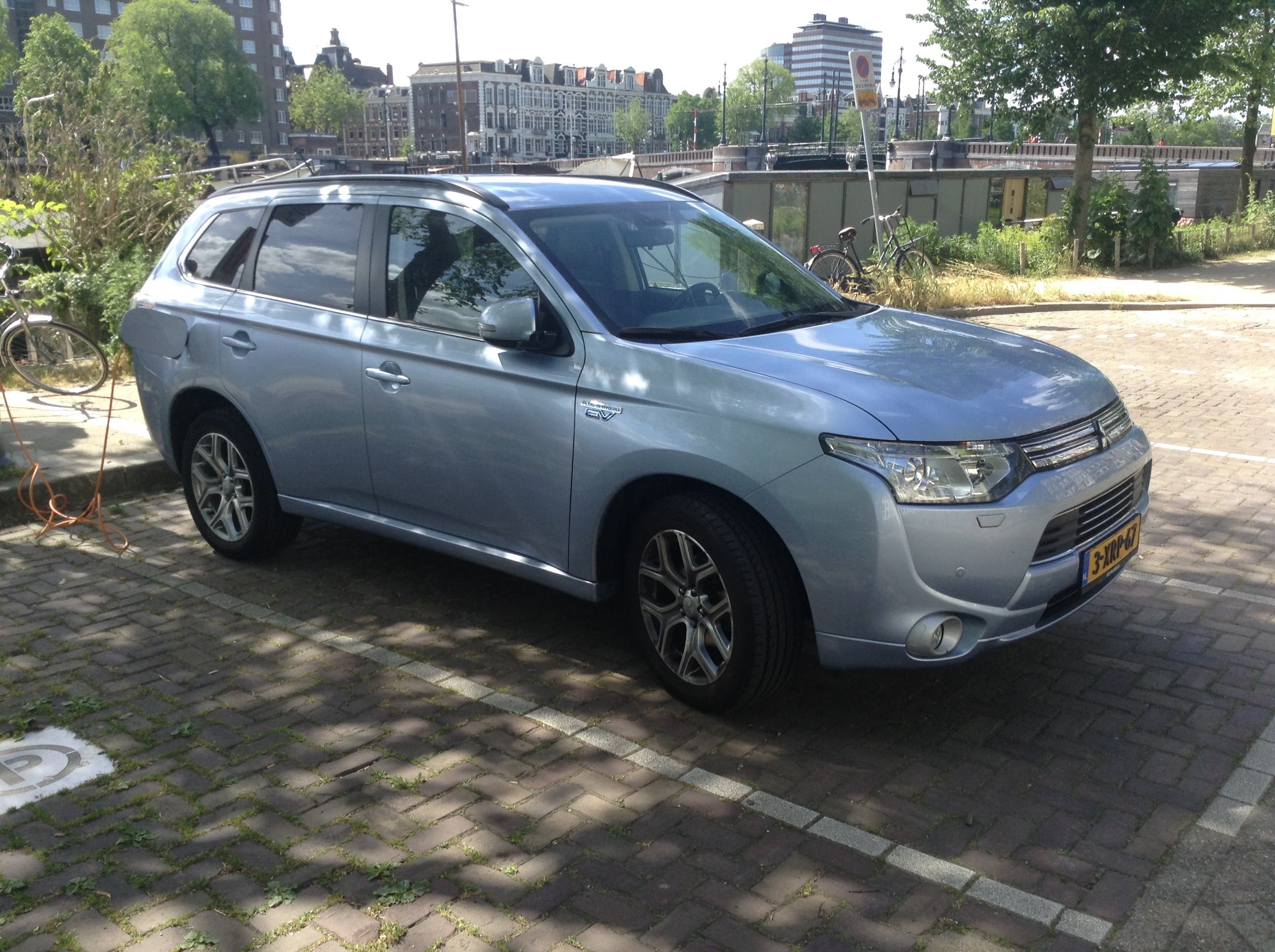 Over 100,000 Mitsubishi Outlander PHEVs Have Now Been Sold
