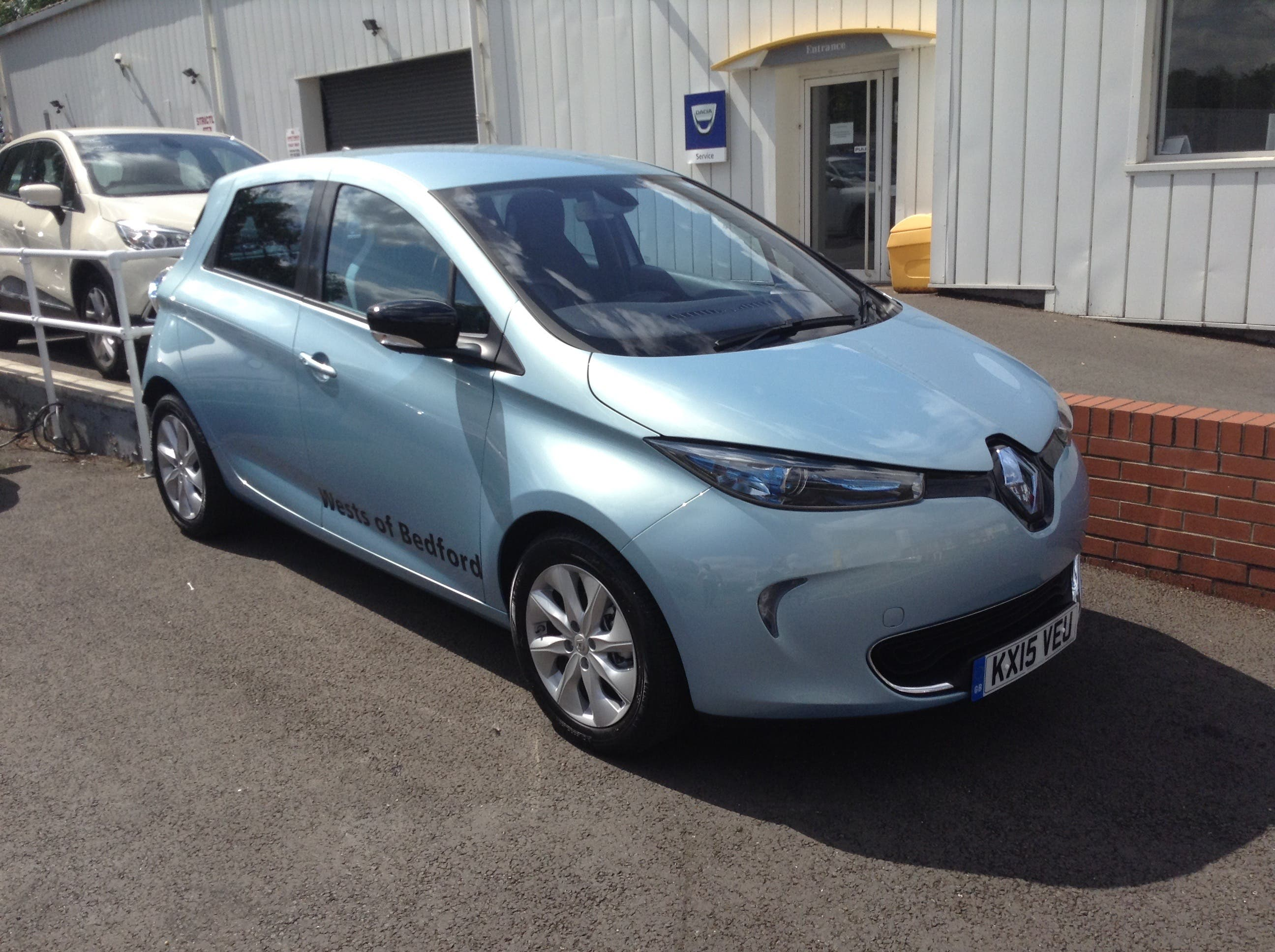 The Renault Zoe Is Well Liked By What Car Judges Putting On Same Side Of Things As Consumers In Europe Where Model Best