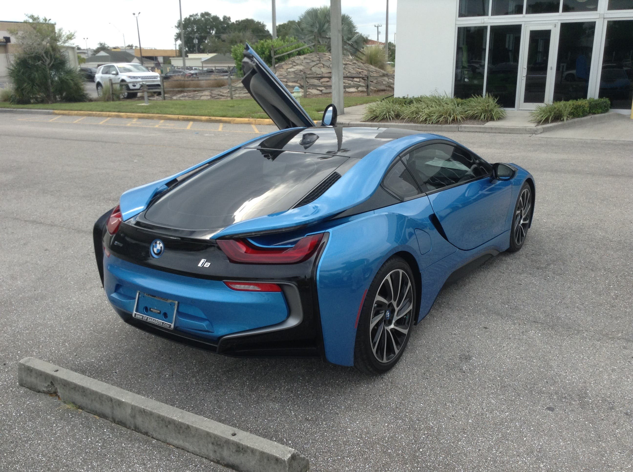 Despite The Improvement From Pure Electric Drive However I8 Would Still Basically Seat Two People And Car Was Not Design To Be Fully