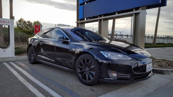 tesla_modelS_blackonblack