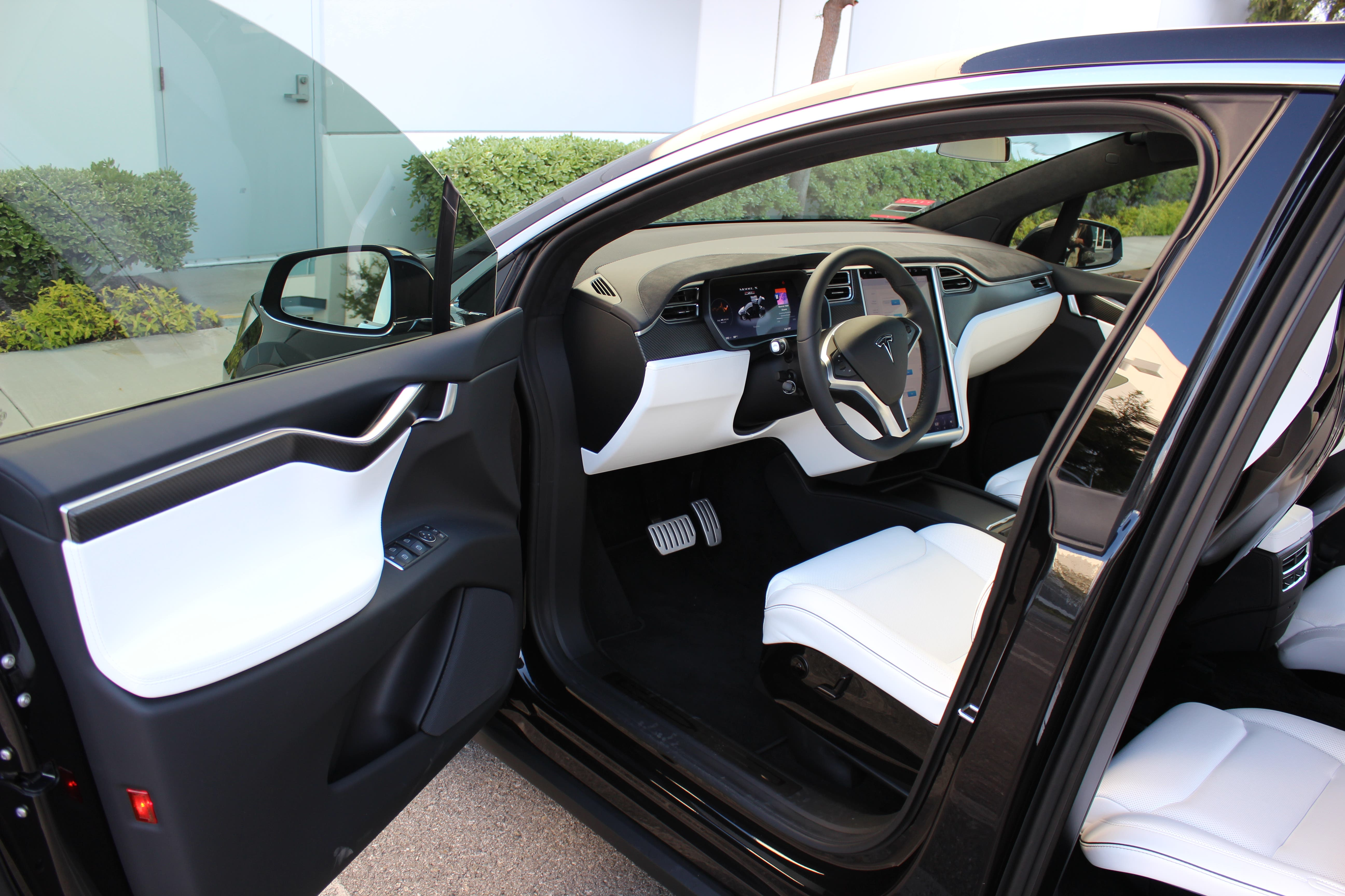 Tesla Continues To Streamline Production Now Bundling Model X Interior Options