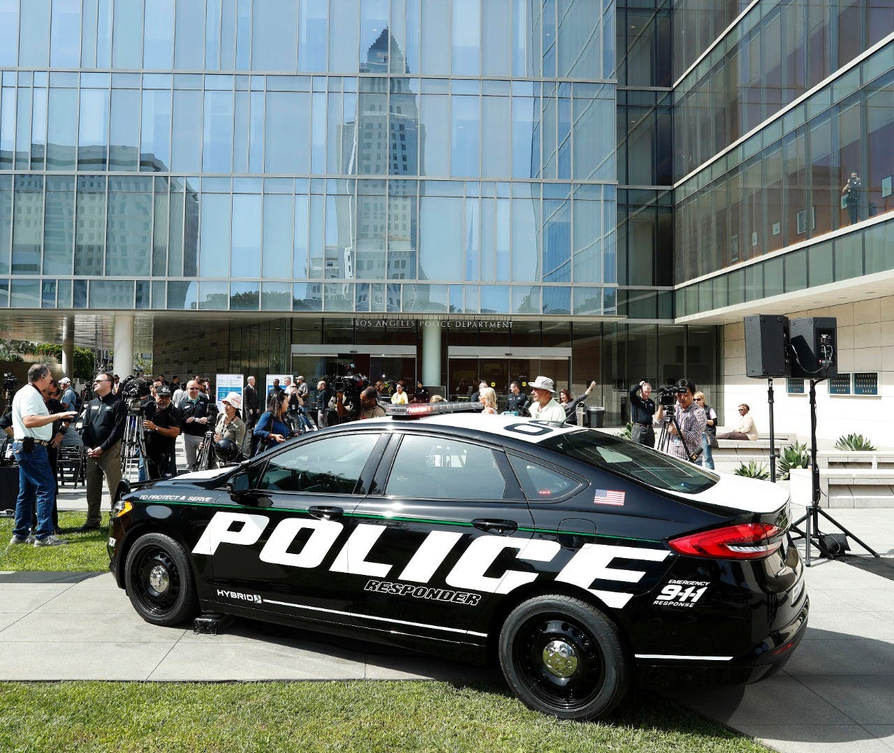 Ford Reveals 1st Pursuit Rated Hybrid Police Car Cleantechnica