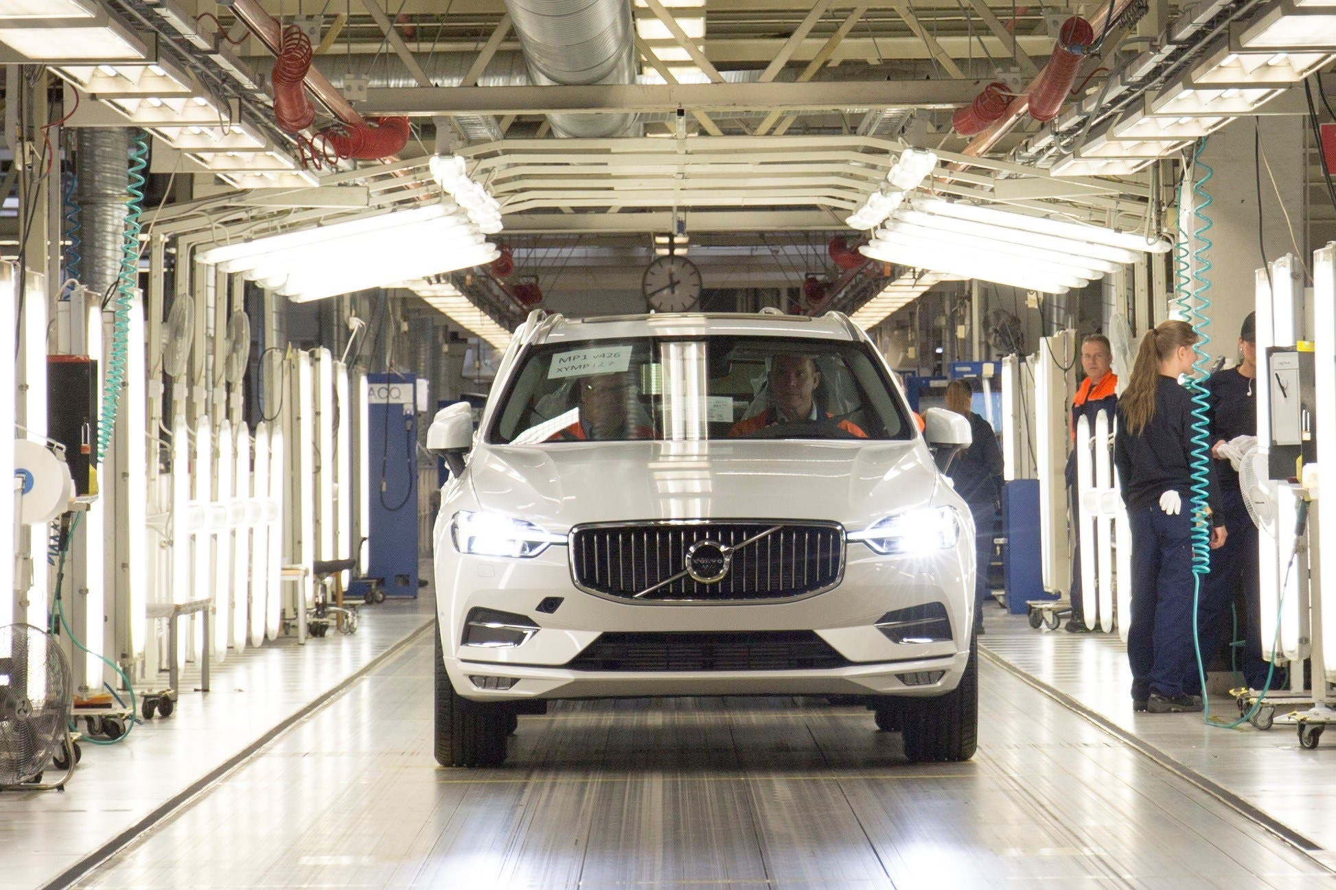 Volvo XC60 Production Line Opens — T8 Plug-In Hybrid ...