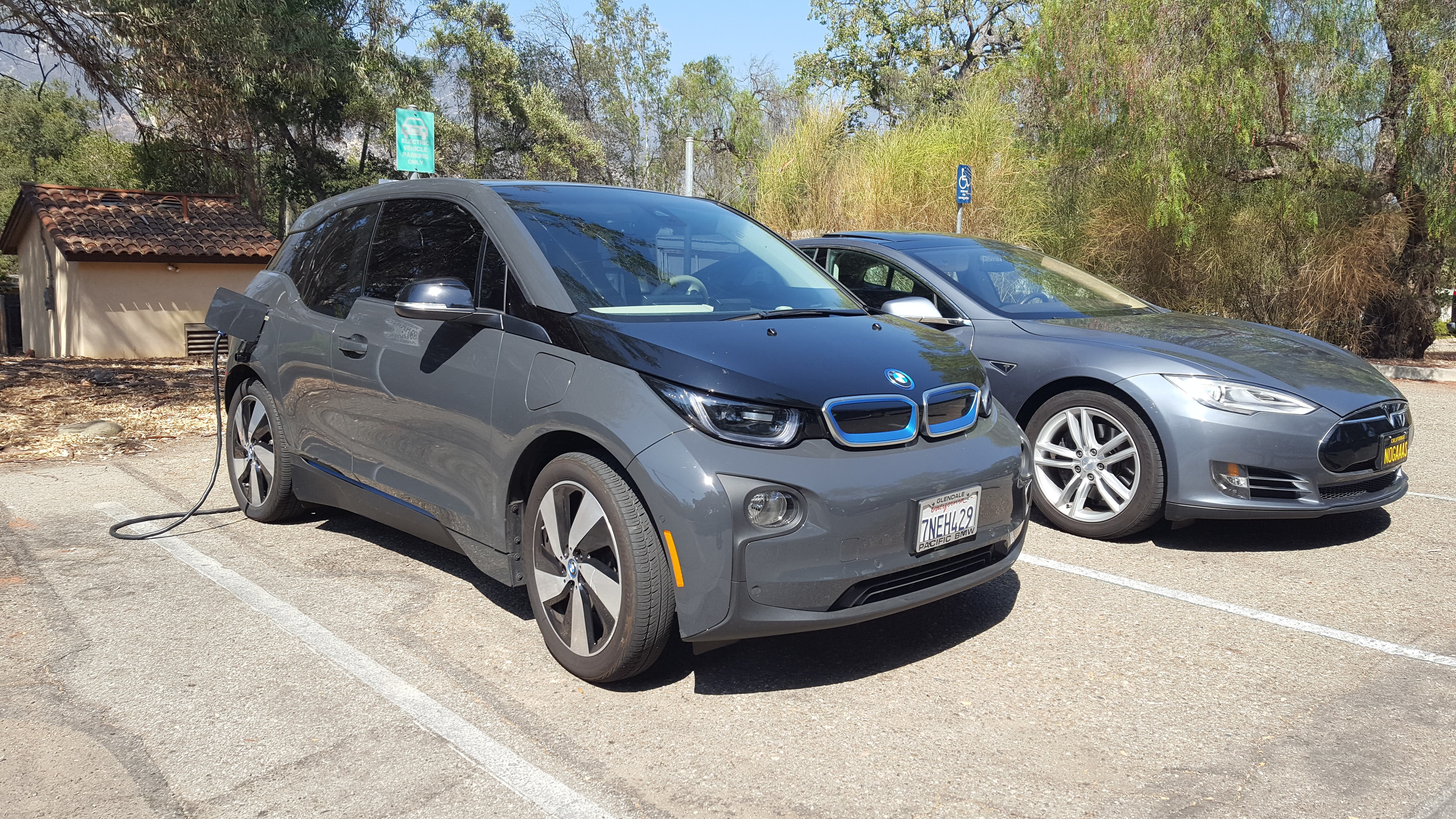 24 Hours With The New, Longer Range 2017 BMW i3 (CleanTechnica