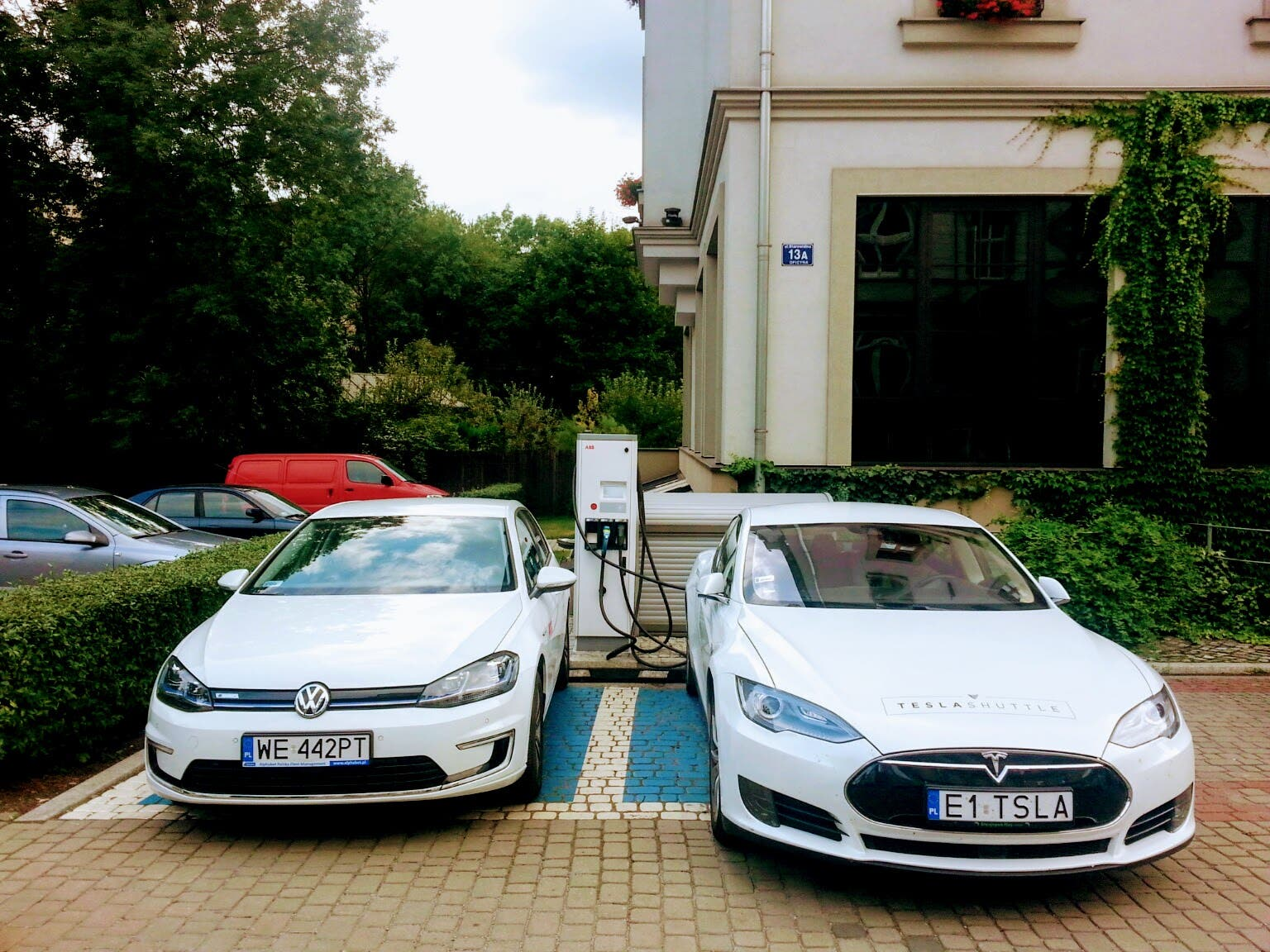 We Ve Had The First Tesla Model S In Our Shuttle Fleet For 3 Months Now Put 17 000 Kilometers 10 500 Miles On It One Of Several Reasons