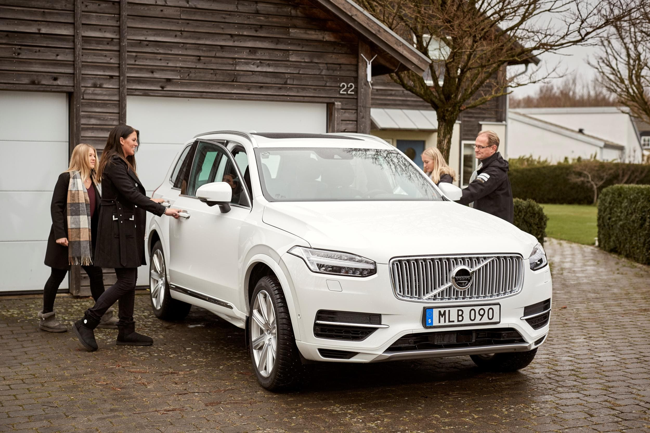 The 2018 Volvo Xc90 Awd T8 Phev Possesses A 19 Mile Real World All Electric Range As Determined By Us Epa 62 Mpge Combined Energy Fuel Efficiency