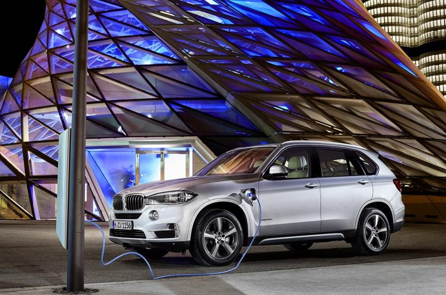 The Bmw X5 Xdrive40e Is A Plug In Hybrid Possession Of 56 Mpge Combined Energy Fuel Efficiency Rating From Us Epa Real World All Electric Range