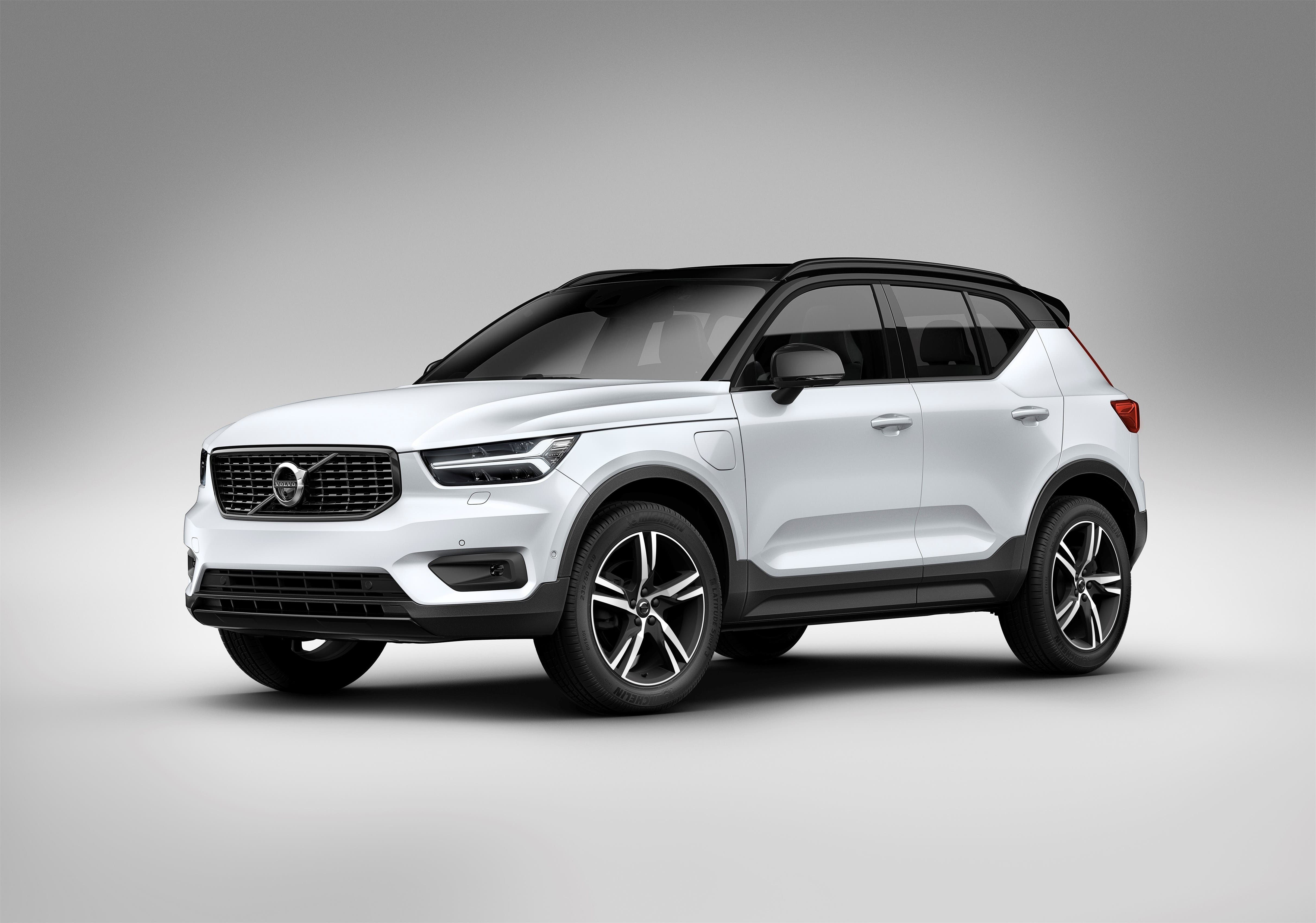 Volvo Says Xc40 Suv Will Be Its First All Electric Car