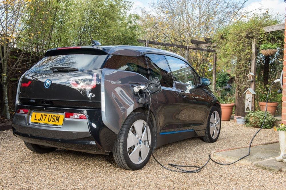 Peer-To-Peer EV Charging Network Potential Boosted By 5,000 Locations As Quarterly EV Sales Grow 13.5% (UK)