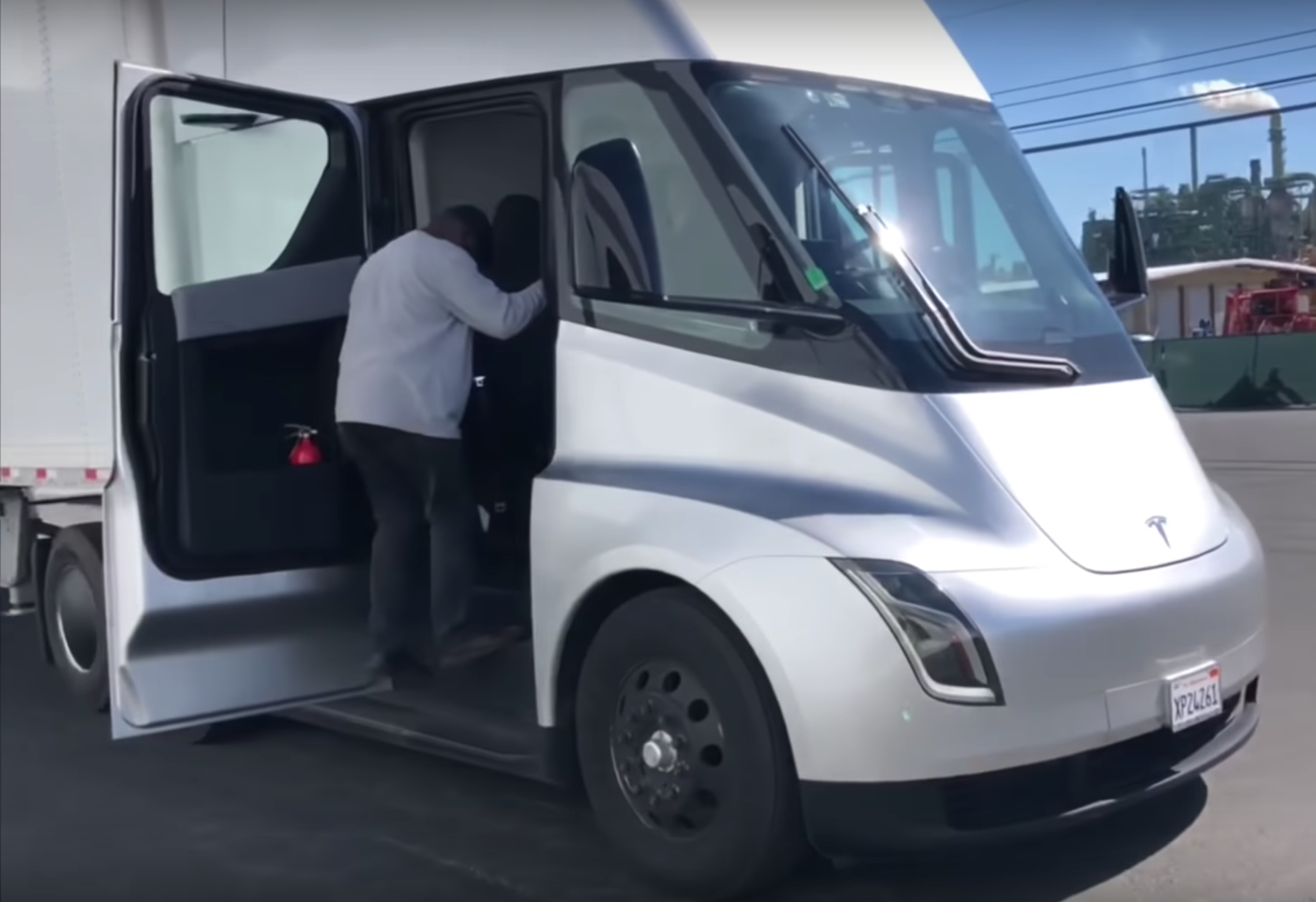 Were Allowed Inside The Cabins Of Tesla Semi Truck Immediately Before Public Reveal Event Back In November 2017 On Condition That No Photo