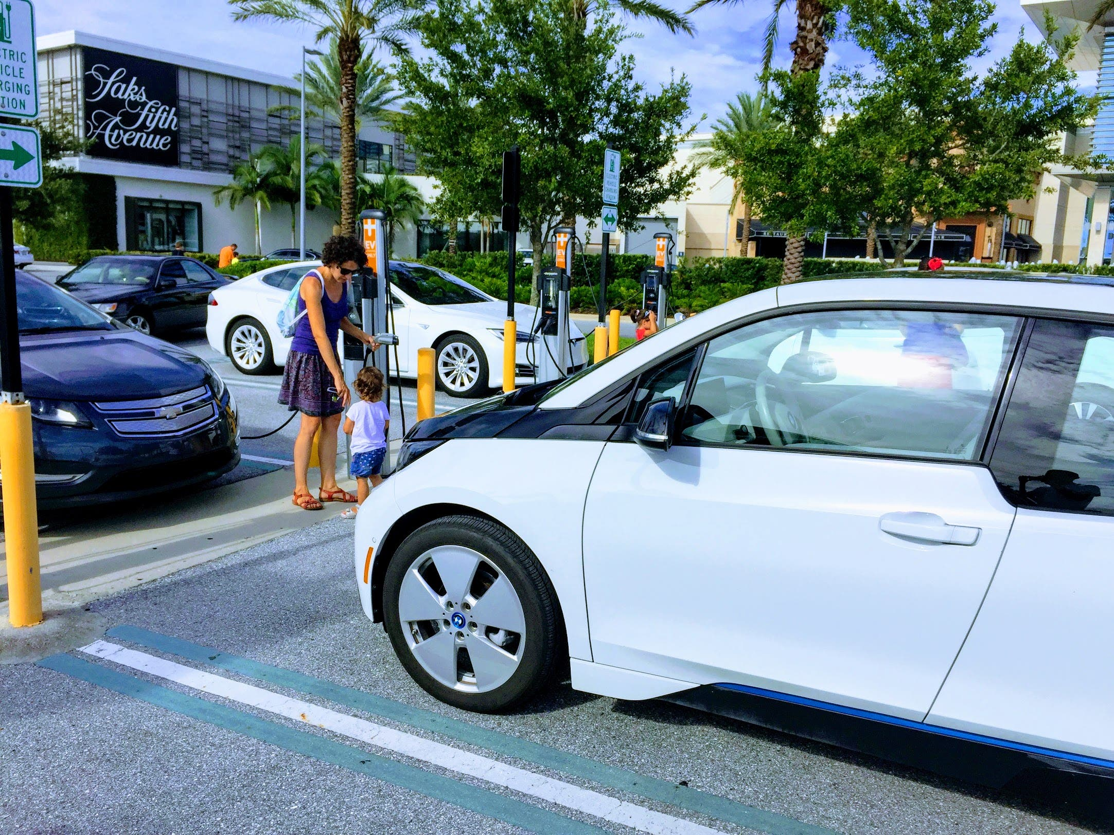 Bmw I3 Tesla Model S And Chevy Volt Charging In Florida Image Credit Cleantechnica