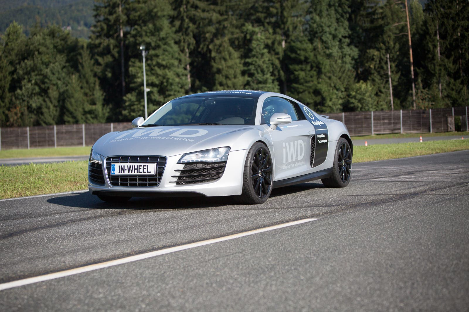 As You Can See In The Photos Below It S Essentially A Stock R8 Including Tailpipes But With Elaphe Wheel Drive Iwd Motor System And