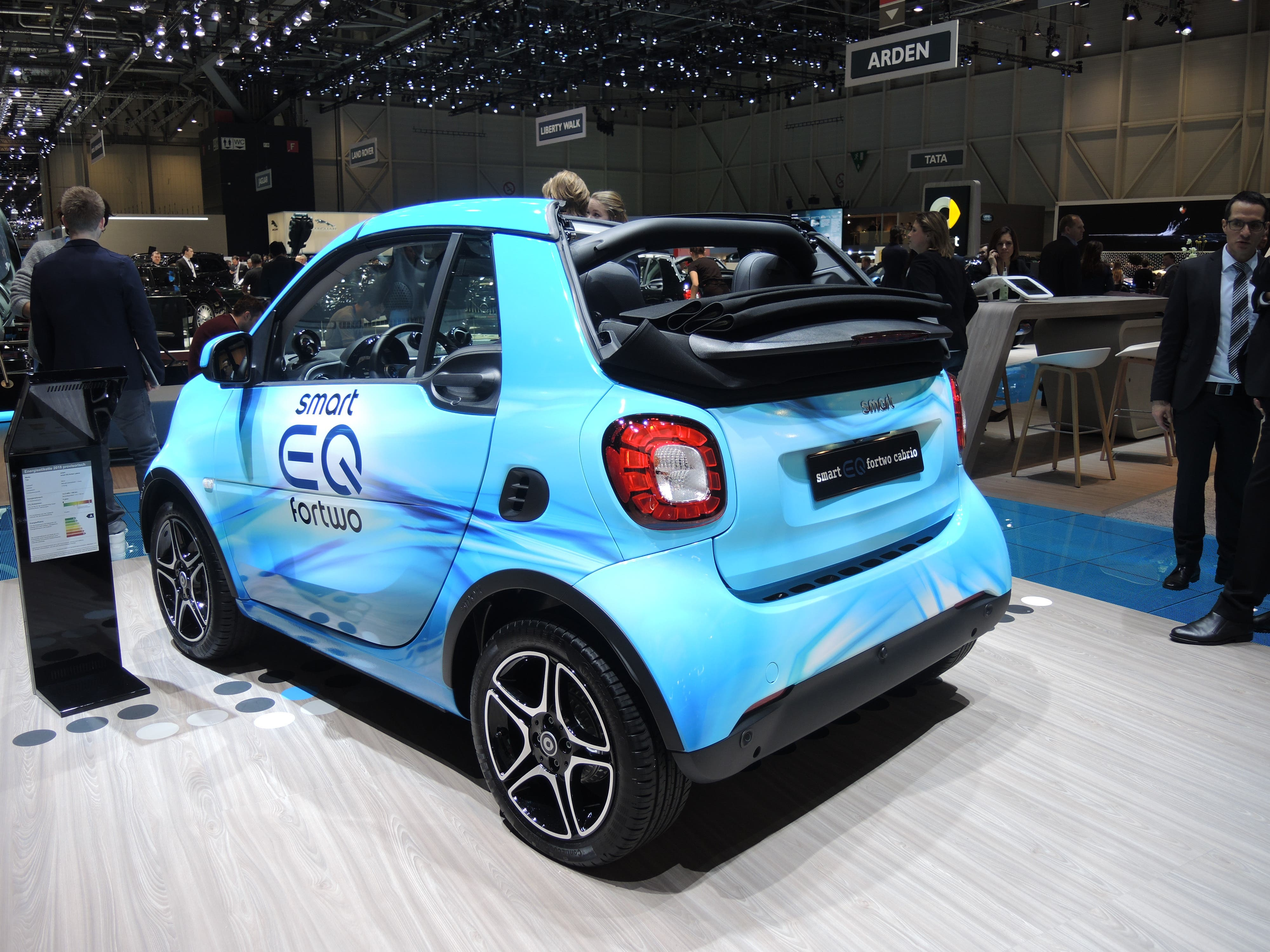 Geely to buy 50 percent of Smart?