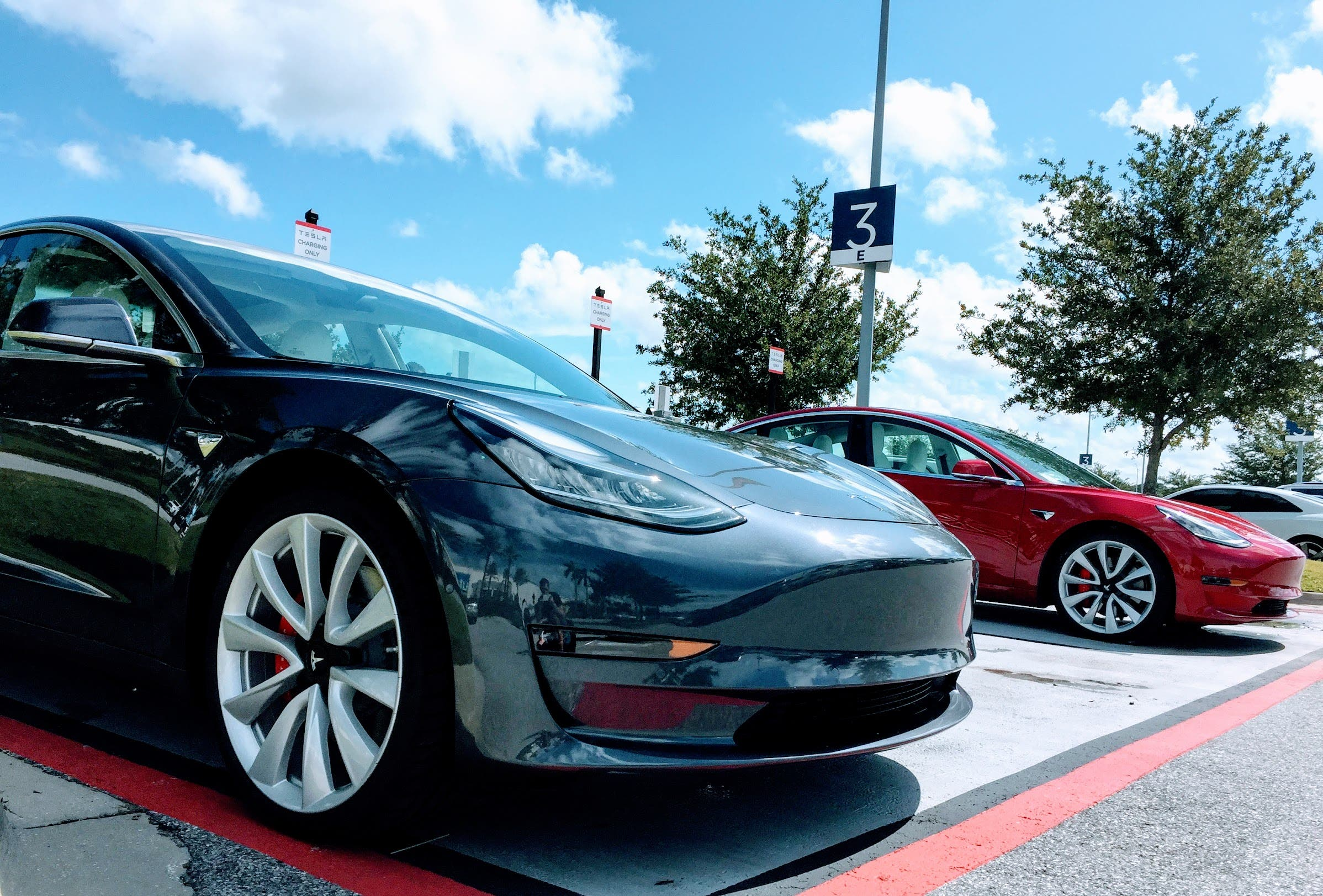 Tesla Model 3 Price Inches Down To 43 000 Or 35 000 With