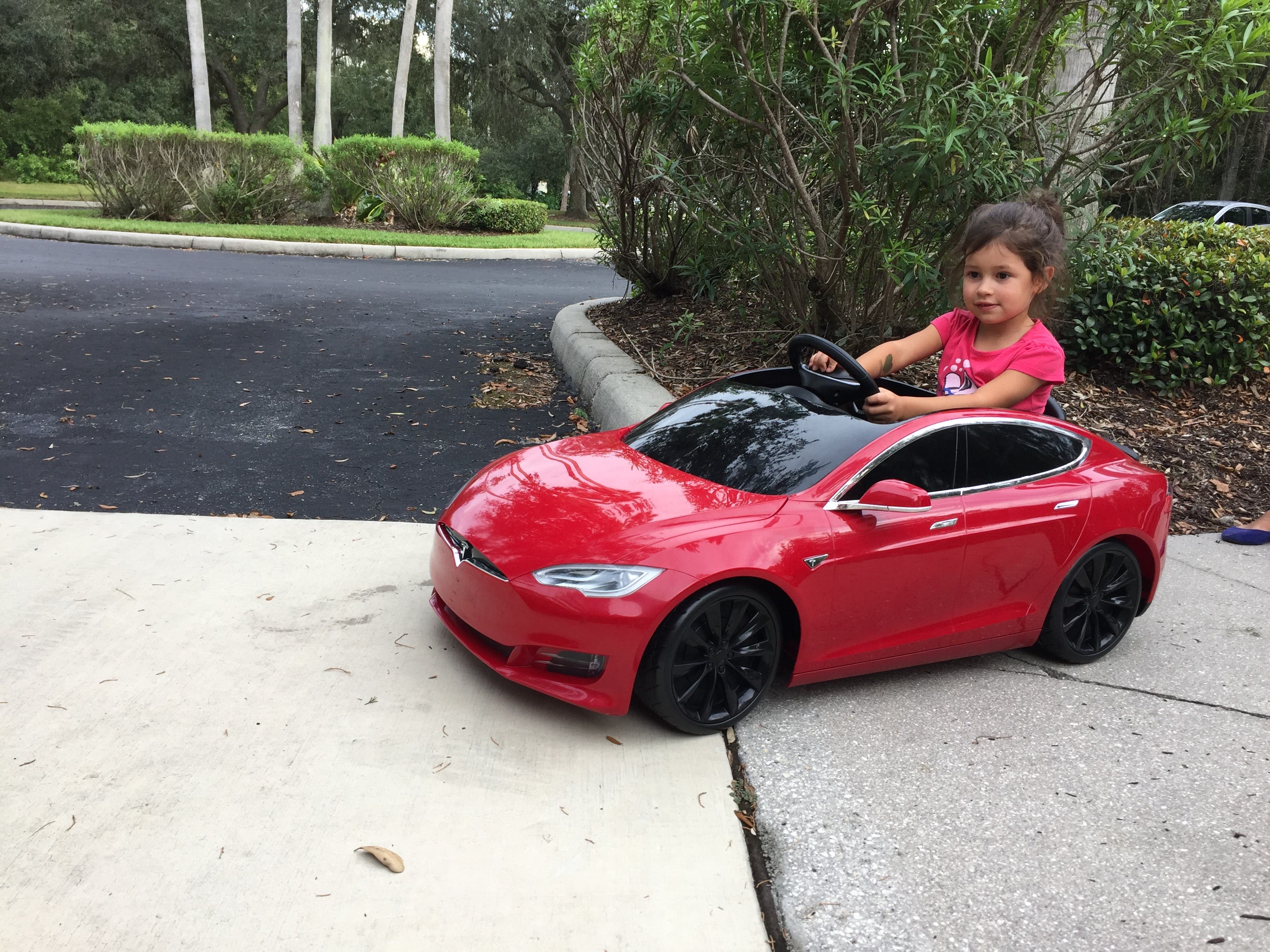 aefa94bf41f Even A 2-Year-Old Kid Can Learn To Drive Electric! (Mini Tesla ...