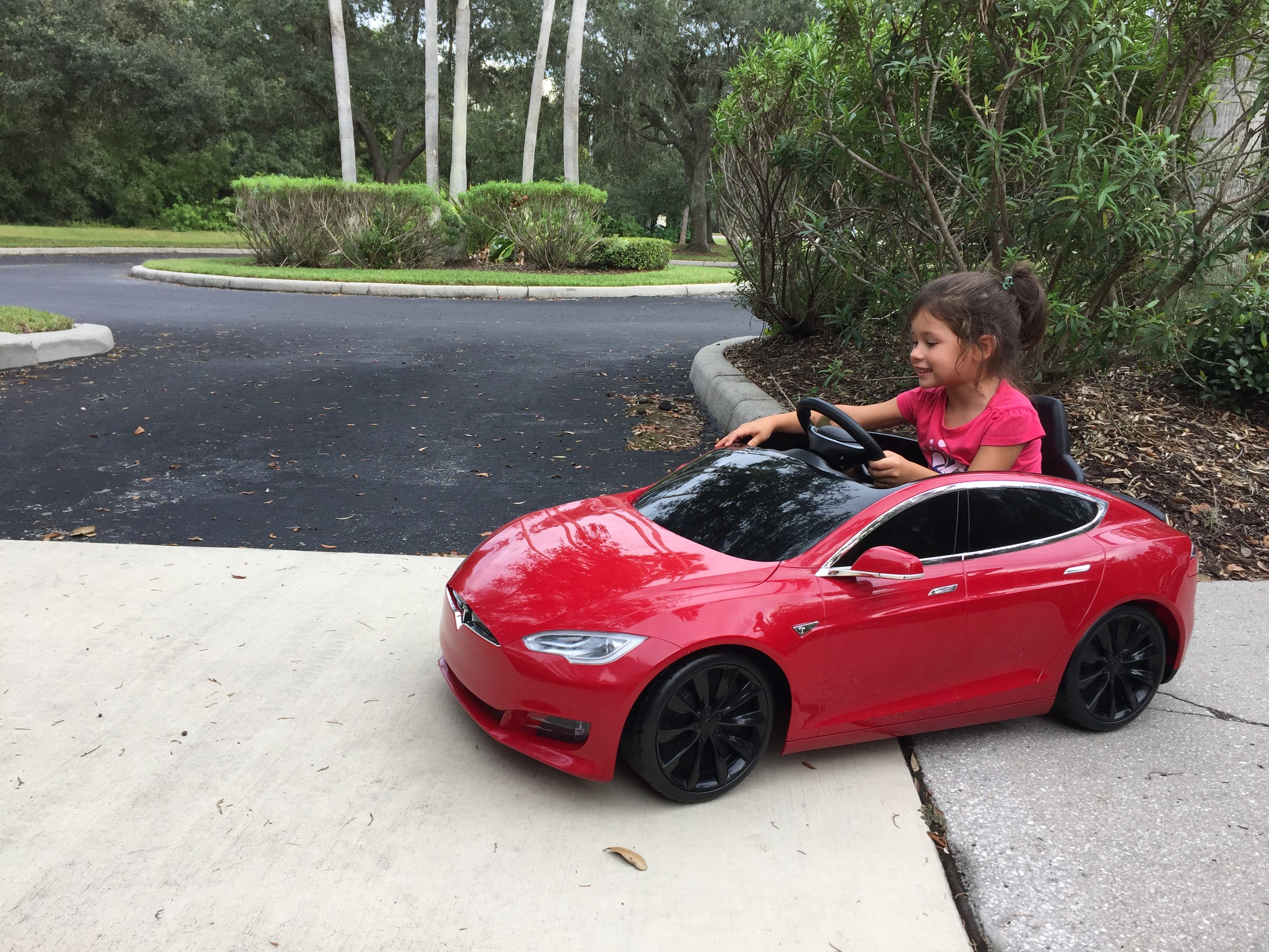 76a03c46c Even A 2-Year-Old Kid Can Learn To Drive Electric! (Mini Tesla ...
