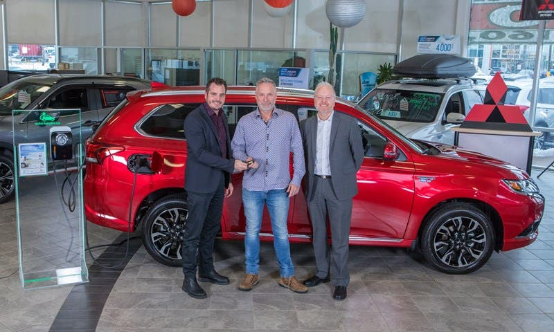 Dealer Support Has Been Critical To Outlander Phev Success With Wide Availability Of The Vehicle From Coast Mitsubishi Writes