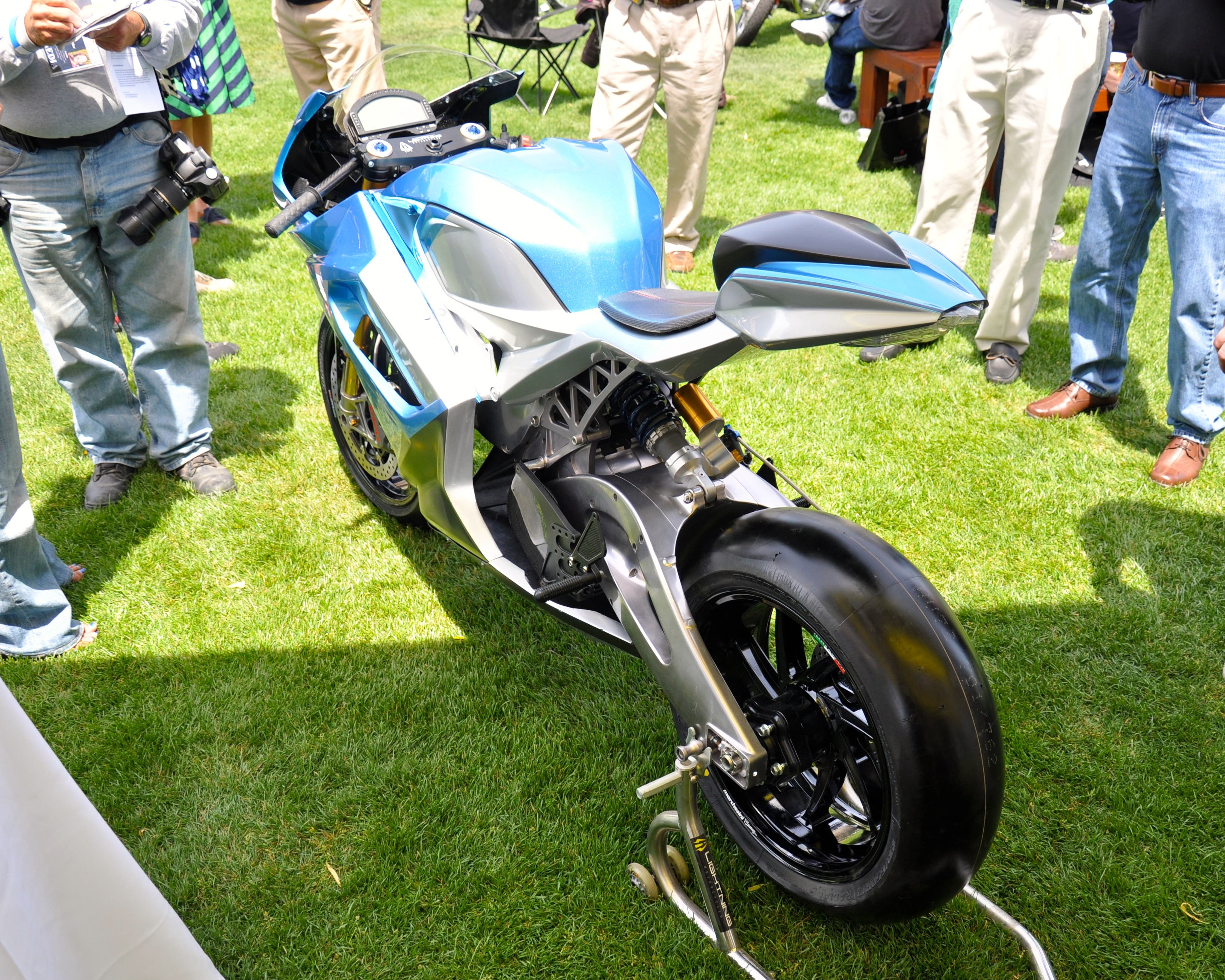 "Lightning Motorcycle LS218 Strike ""width ="" 3244 ""height ="" 2595 ""srcset ="" https://cleantechnica.com/files/2019/01/Lightning-Motorcycle-LS218-Strike-6.jpg 3244w, https: // cleantechnica .com / files / 2019/01 / Lightning-Motorcycle-LS218-Strike-6-270x216.jpg 270w, https://cleantechnica.com/files/2019/01/Lightning-Motorcycle-LS218-Strike-6-768x614. jpg 768w, https://cleantechnica.com/files/2019/01/Lightning-Motorcycle-LS218-Strike-6-570x456.jpg 570w ""tailles ="" (largeur maximale: 3244px) 100vw, 3244px"