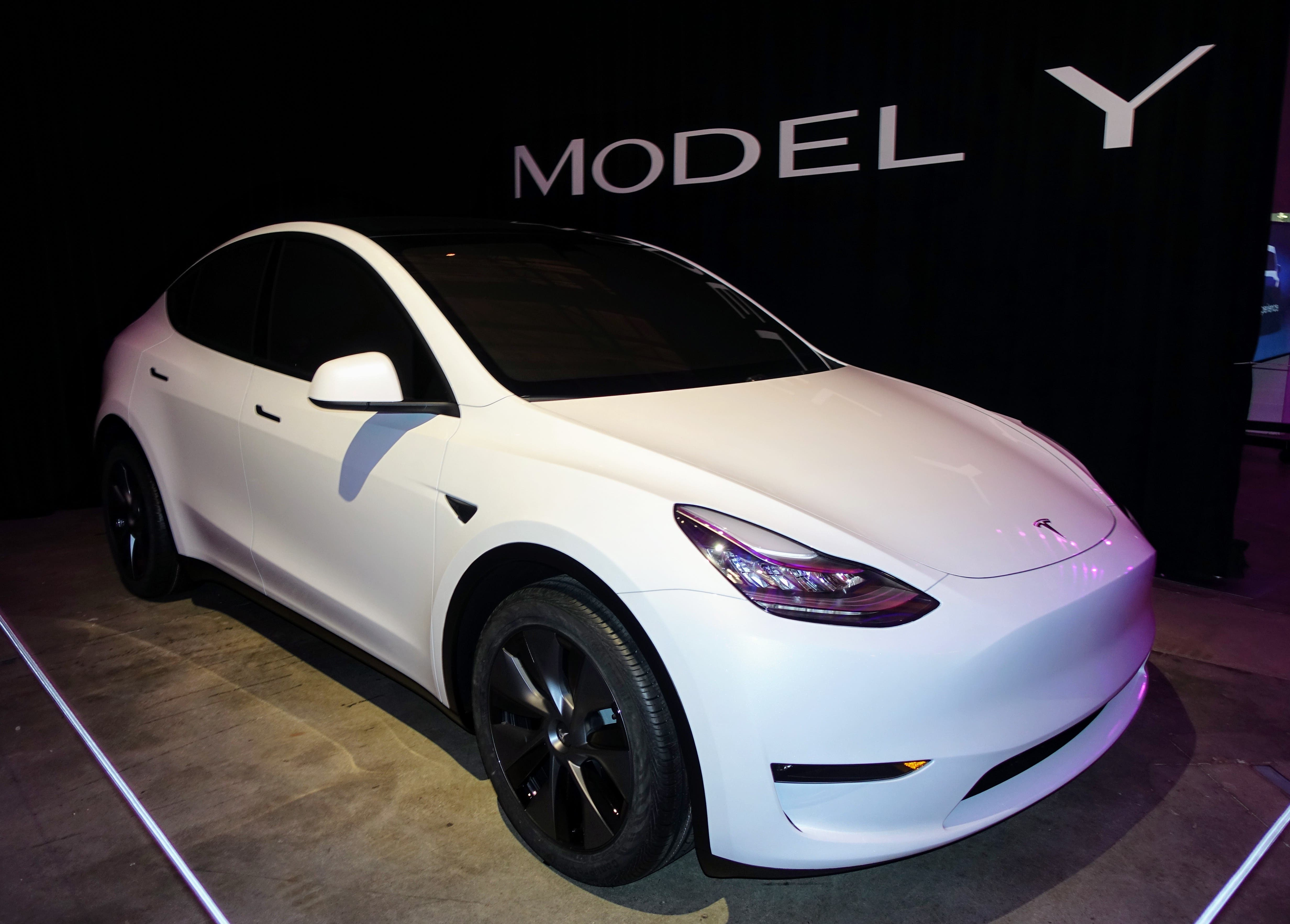 our tesla model y review cleantechnica goes for a ride in. Black Bedroom Furniture Sets. Home Design Ideas
