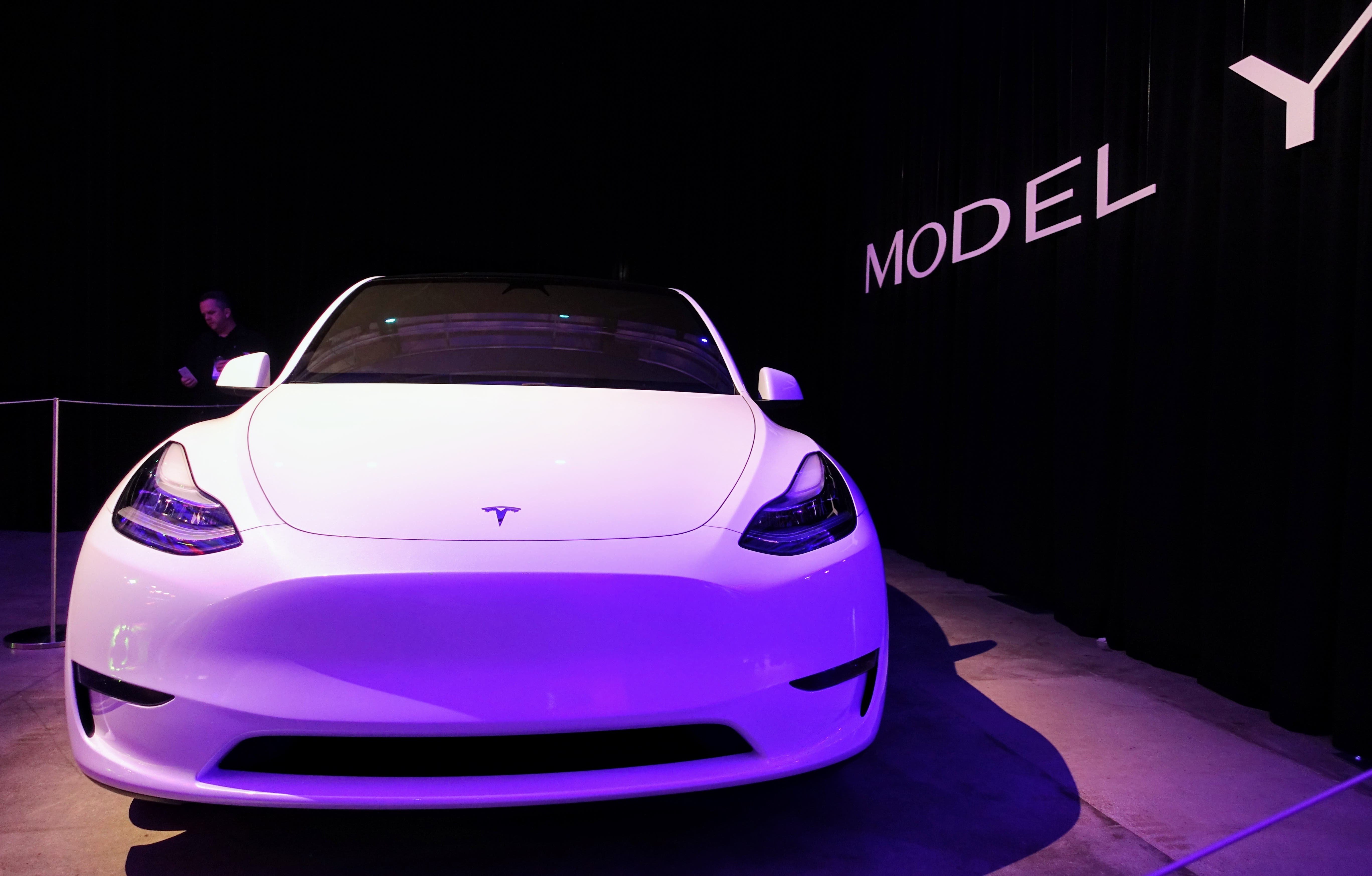 Our Tesla Model Y Review: CleanTechnica Goes For A Ride In