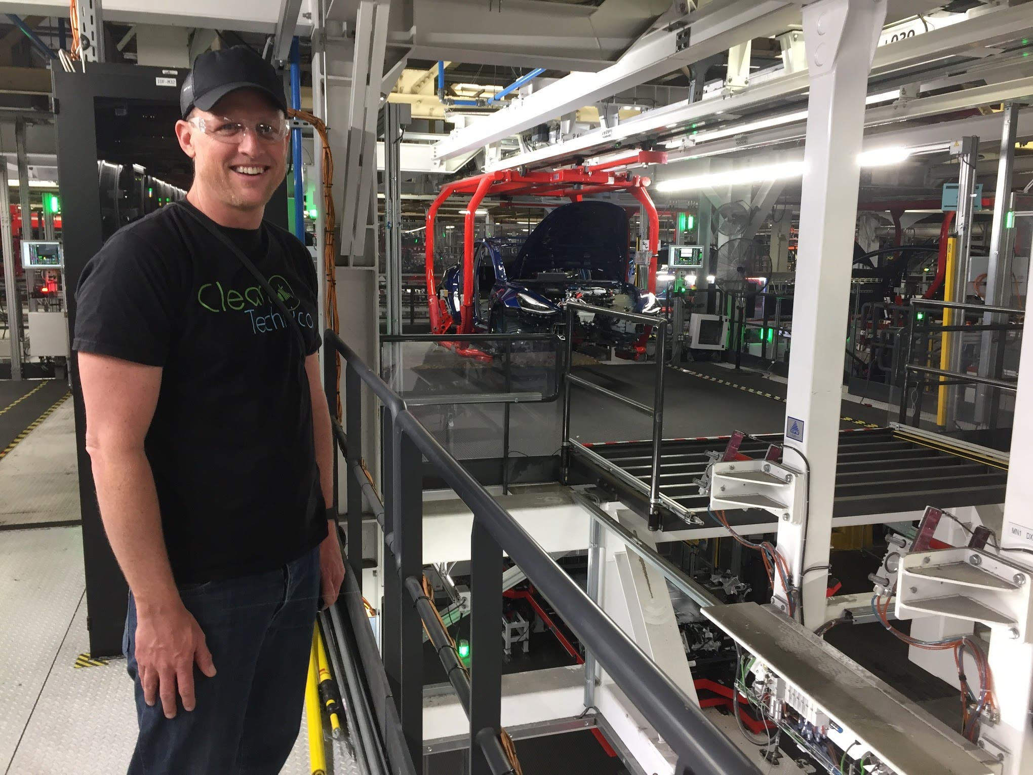 """photo of Breaking: 28% Decrease In Tesla """"Lost Work Day Injuries"""" At Fremont Factory, + Sensor Suits & Virtual Reality For… image"""