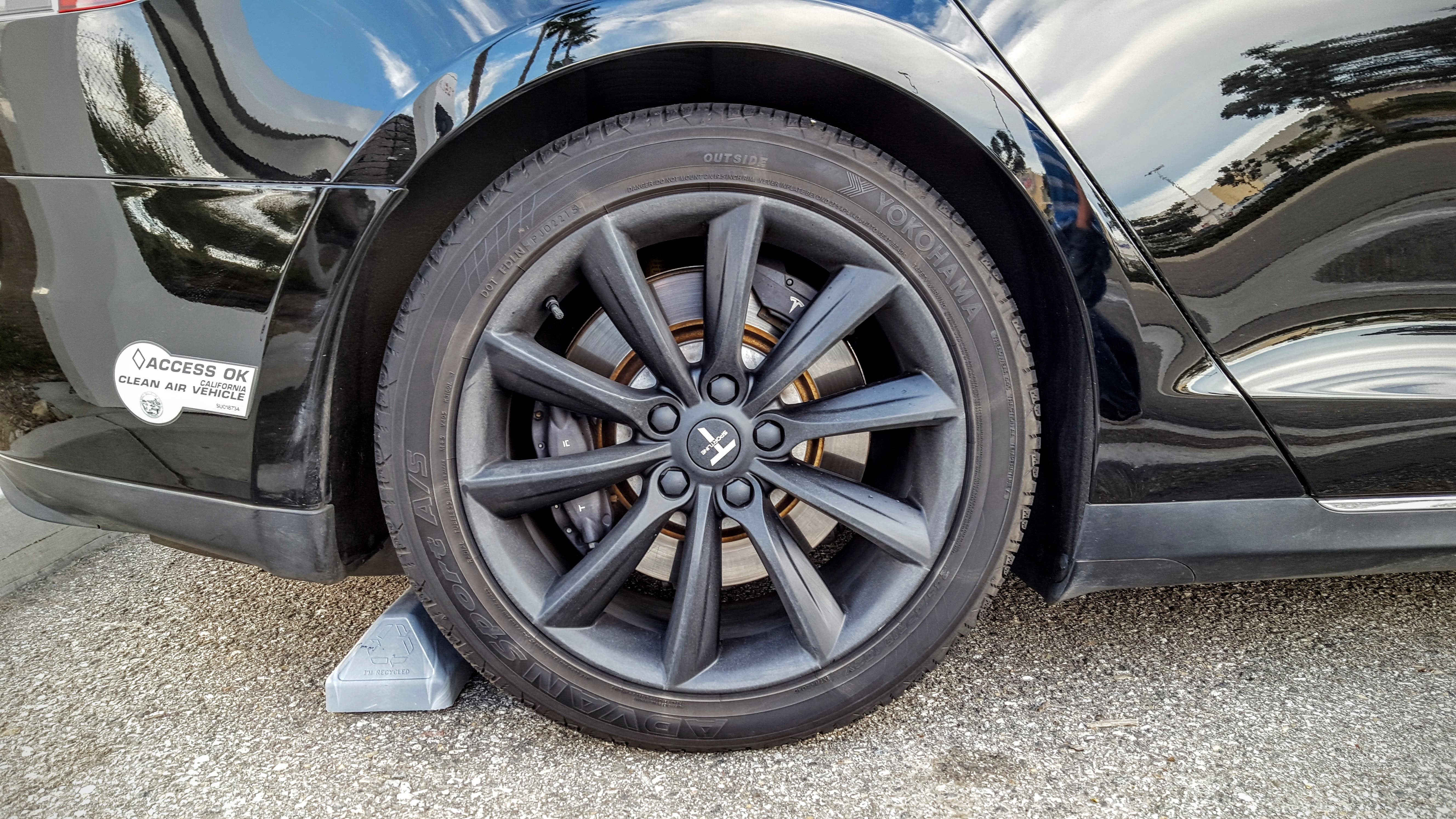 photo of How Tesla Tire Size Impacts Tesla Range image