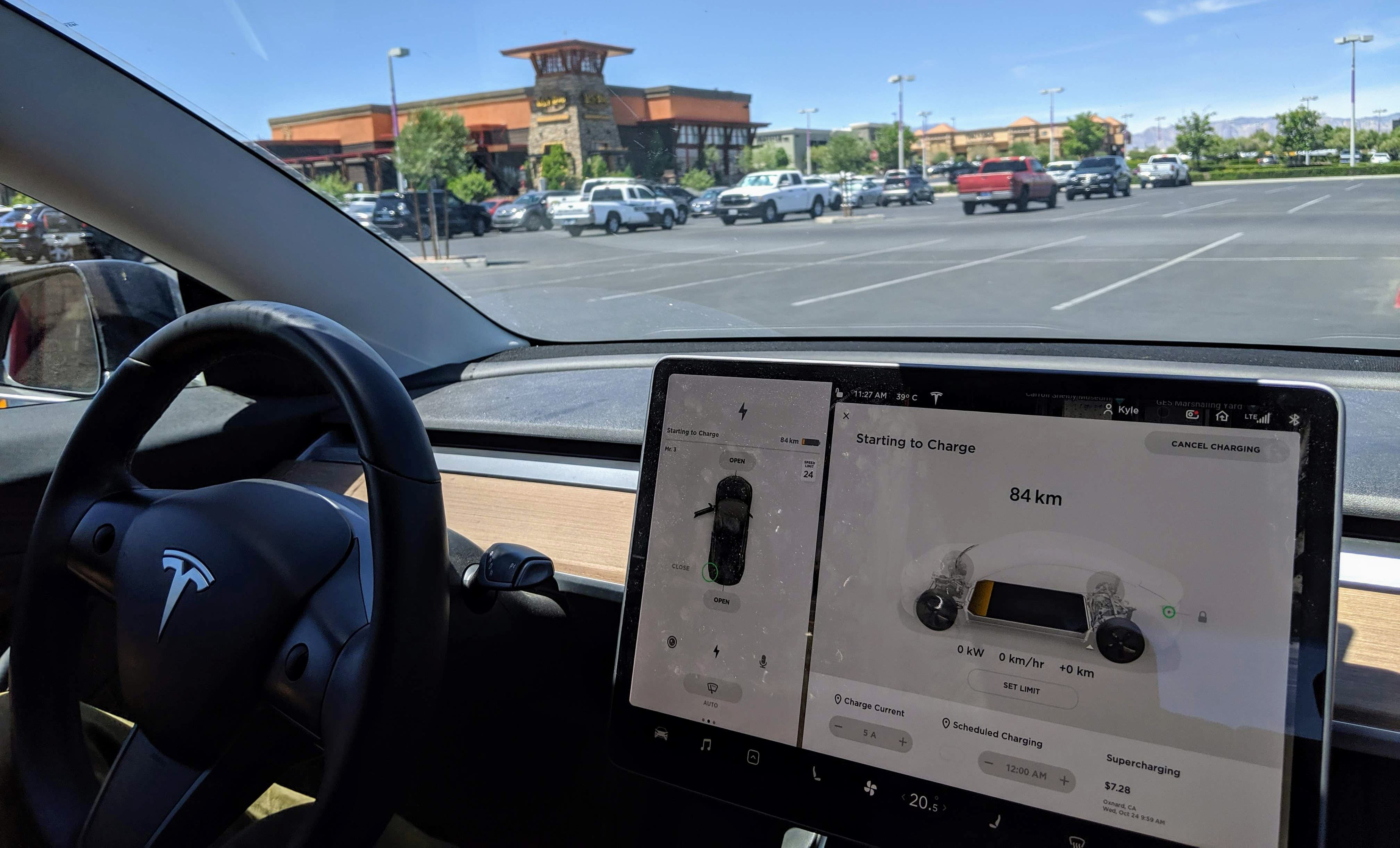 The South Las Vegas Tesla Supercharger. Image credit: Dennis Pascual. Used with permission.