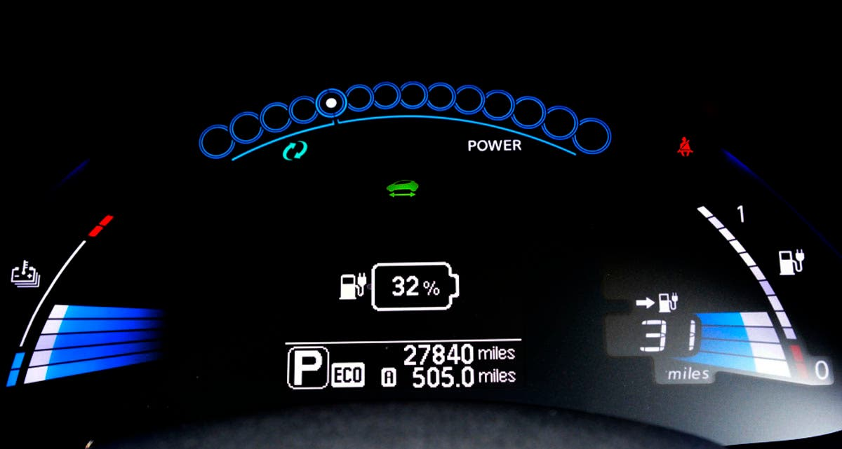 LEAF dash - showing 32% Charge and 31 Miles Range
