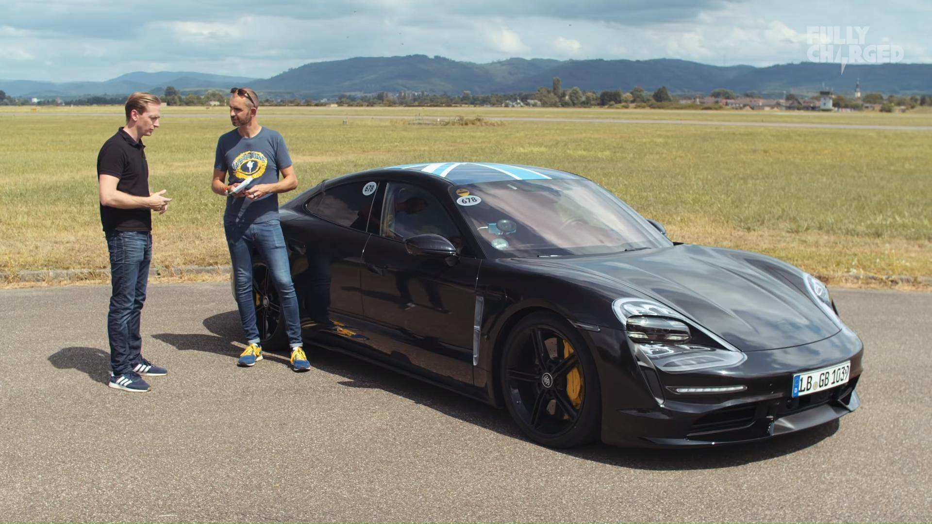 Fully Charged Tests Porsche Taycan S Performance