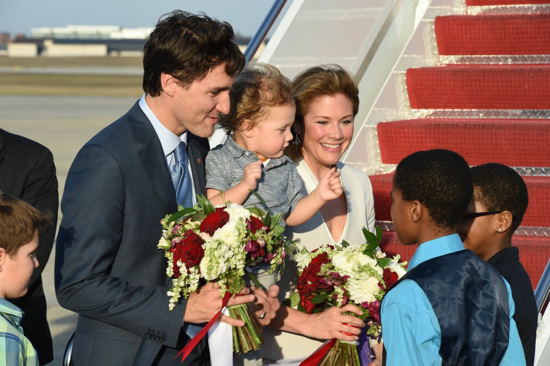 Justin Trudeau and family greeted at Joint Base Andrews, Md