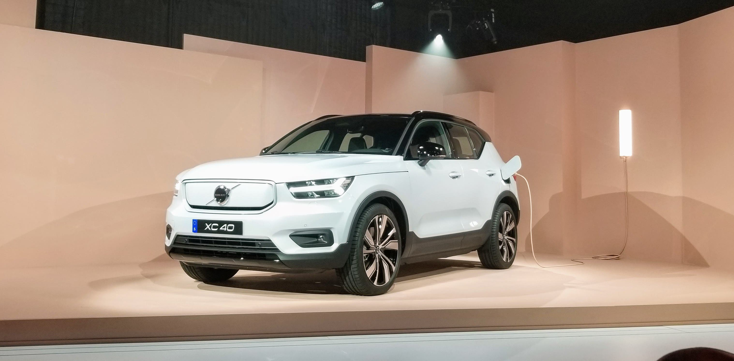 Volvo Takes The Wraps Off The Fully Electric XC40 & Dives