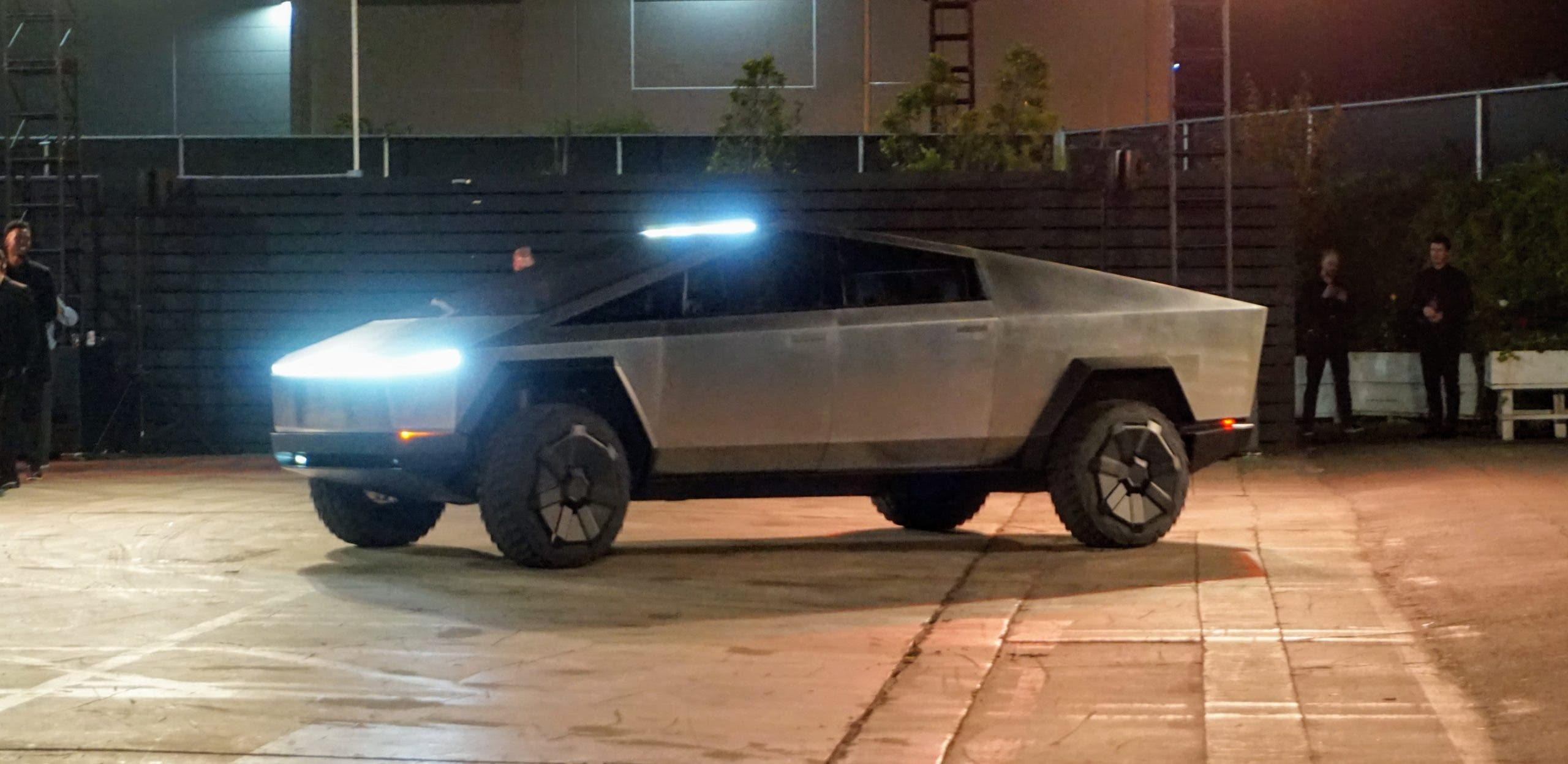 How To Make A Car Roblox 2019 Lol Elon S Tesla Cybertruck Just Turned Manly Man Trucks Into Princess Wagons