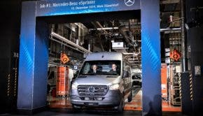 Mercedes-Benz Werk Düsseldorf feiert Produktionsstart des Mercedes-Benz eSprinterMercedes-Benz Dusseldorf plant celebrates start of production of the Mercedes-Benz eSprinter