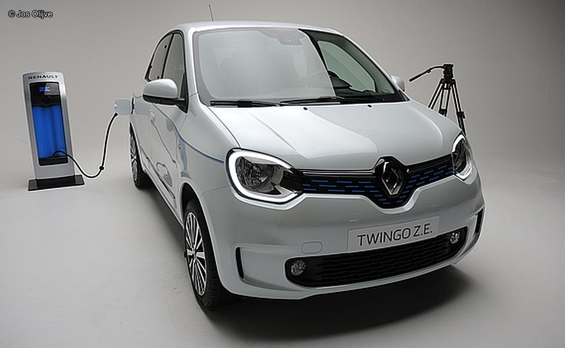 Renault Twingo Ze New Model Press Preview The World Upside Down