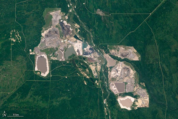 oil pipeline Keystone XL (Athabasca oil sands, Canada)