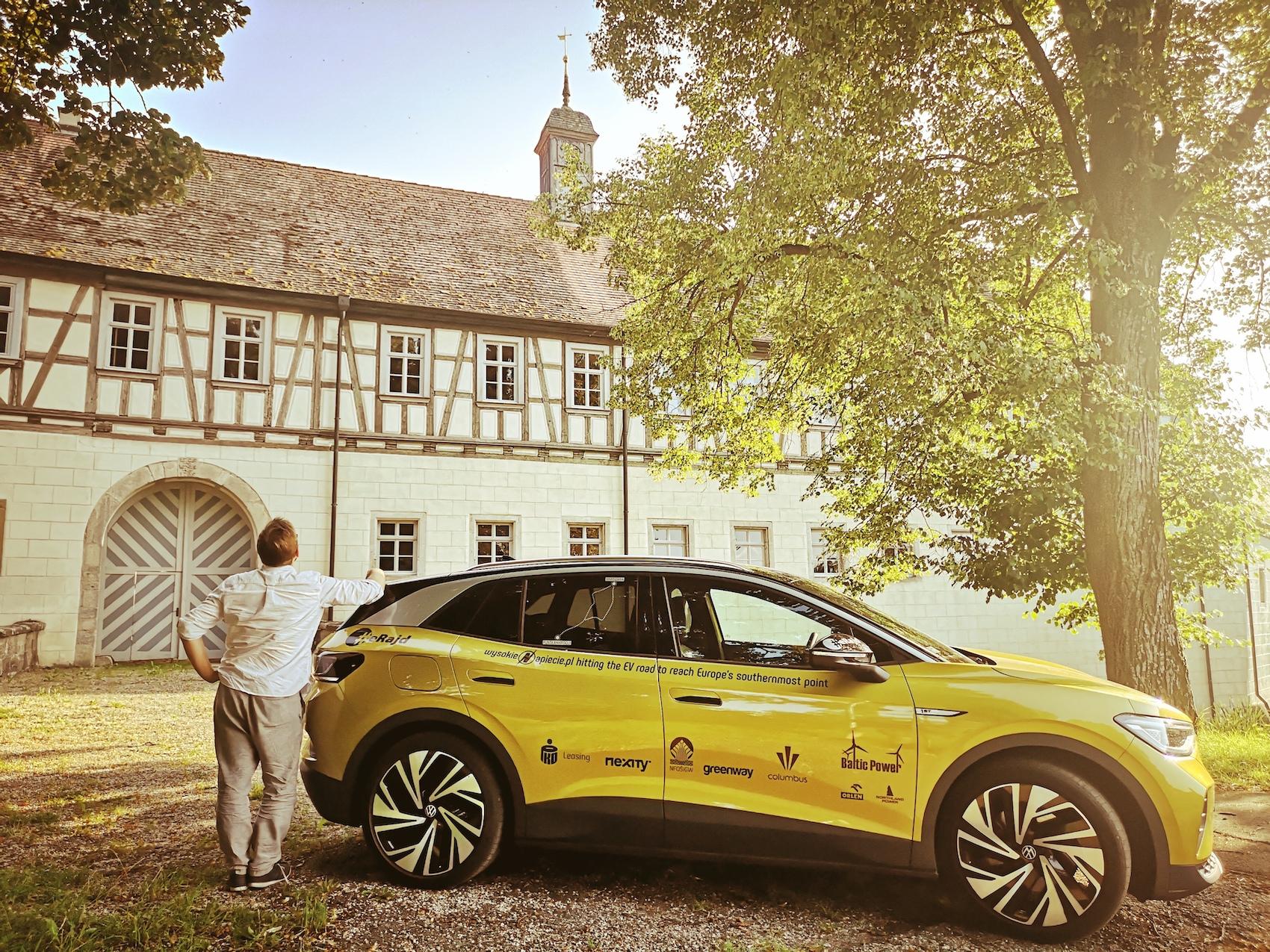 Volkswagen ID.4 relaxing green space